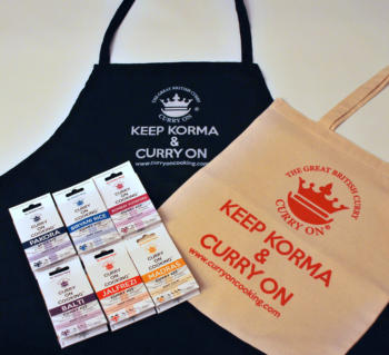 6 Curry On Cooking Curry kis a black apron and cotton shopper bag for life