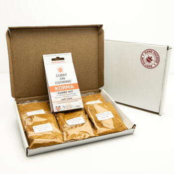 5 sachets 1 Korma Kit displayed in a letter postal box open with a closed box with a handpacked with love sticker